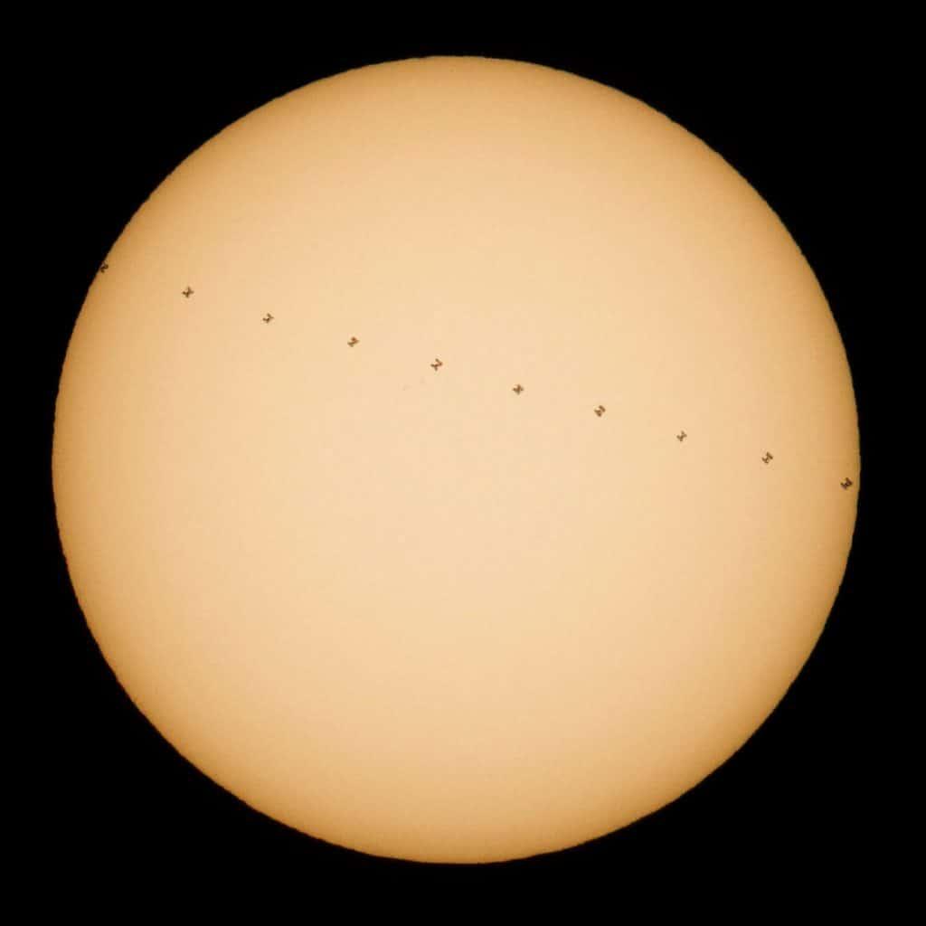 Uluslararası Uzay İstasyonunun Güneş Önünden Geçişi