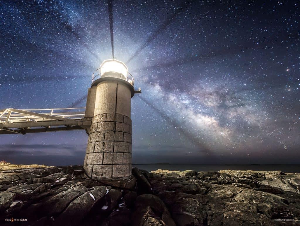Samanyolu Galaksisi ve Marshall Point Deniz Feneri