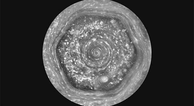 Satürn Kutup Bölgesindeki Altıgen Görünüm