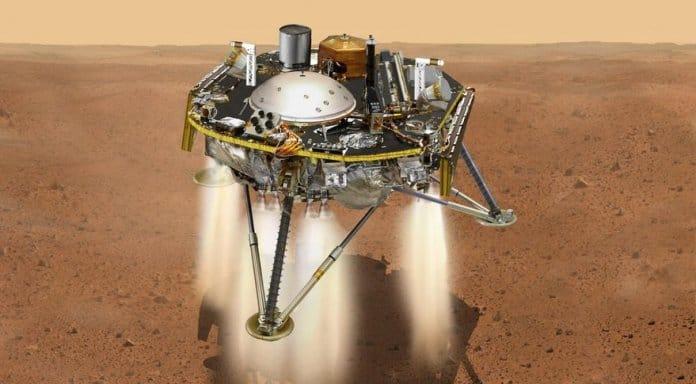 InSight uzay aracı Mars'a iniş gerçekleştiriyor.