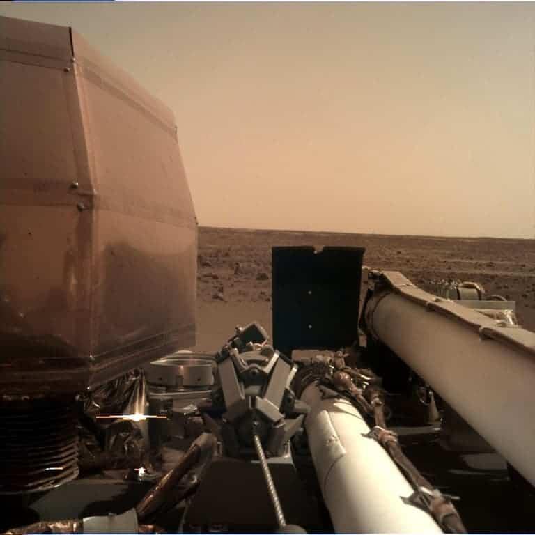 InSight uzay aracından Mars'ın fotoğrafı
