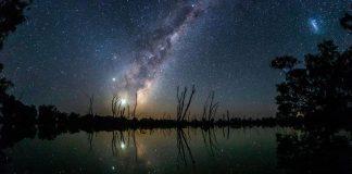 Avustralya Samanyolu'nun yansıması ile ortaya çıkan muazzam görüntü