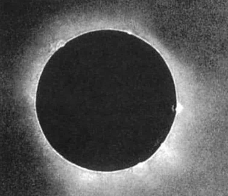 Tarihteki İlk Güneş Tutulması Fotoğrafı
