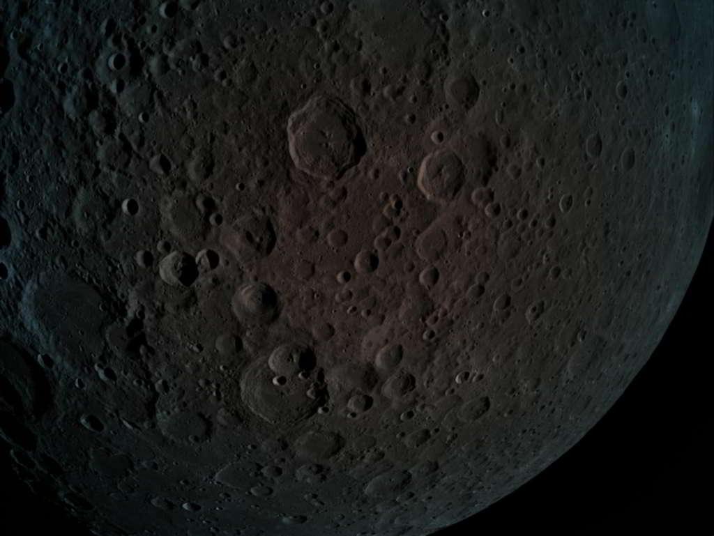 Ay'ın Dünya'dan Görünmeyen Yüzü